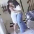 doua fete care se saruta