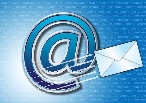 trimite email
