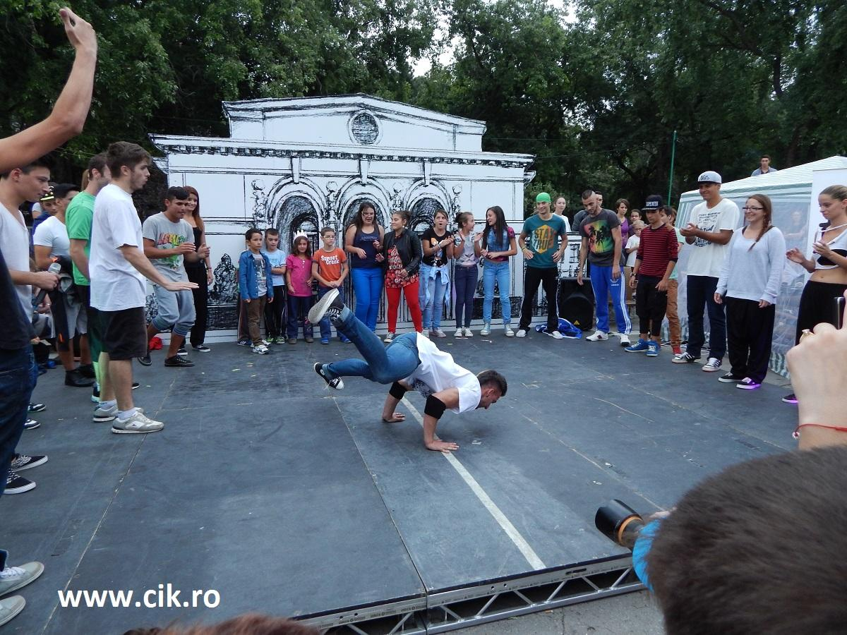 Creative Fest street dancing
