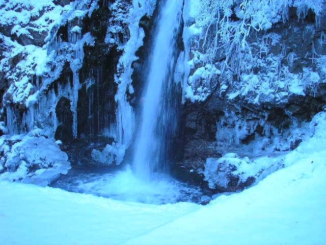 Cascada Urlatoarea iarna