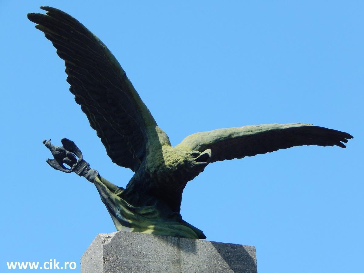 statuie vultur