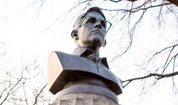 Edward Snowden statuie