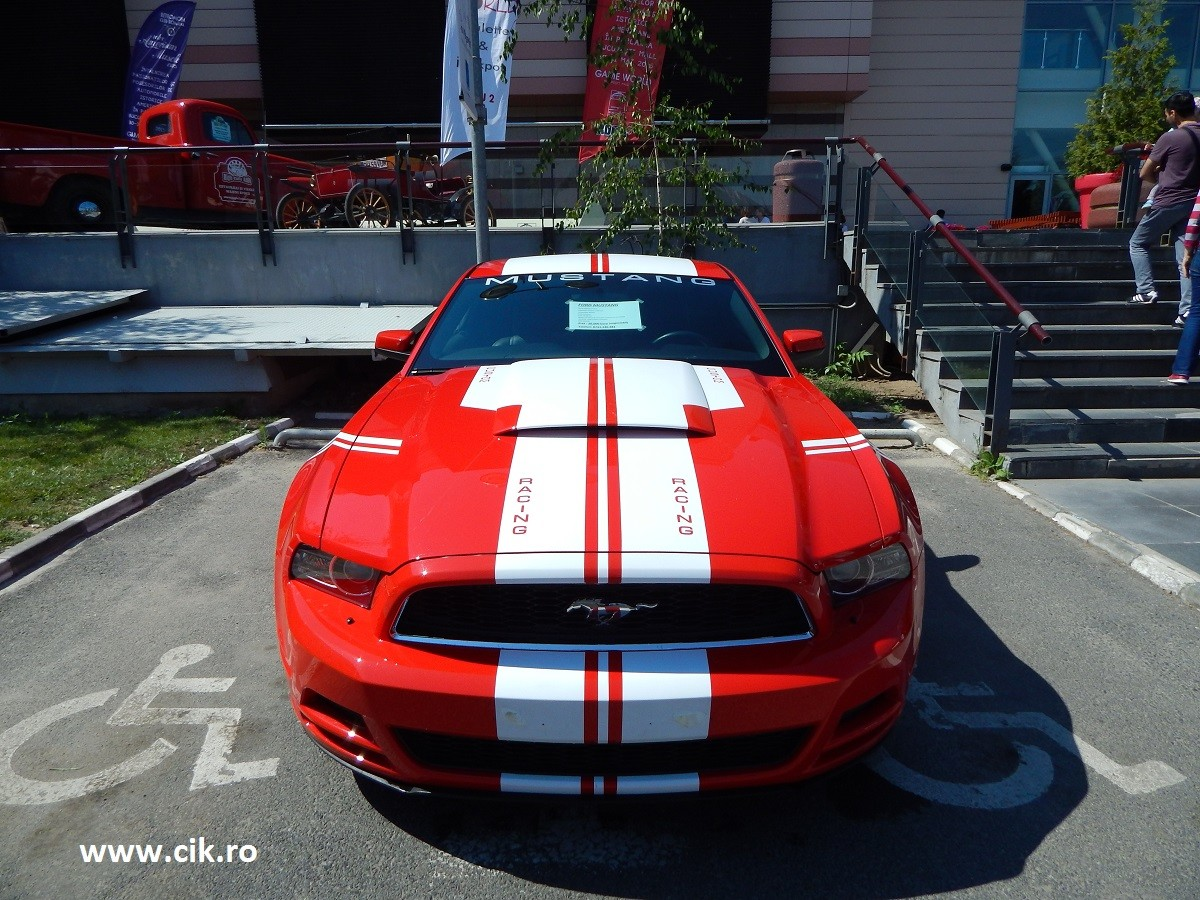 masina Retro American Muscle Cars 2015