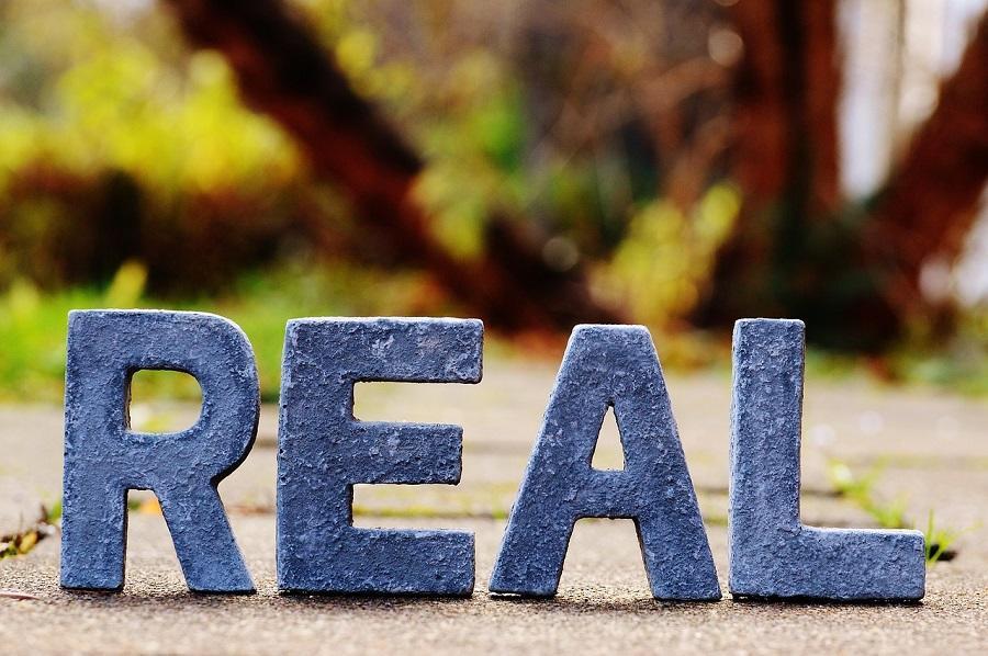 Adevarul si falsitatea fac parte atat de mult din viata noastra