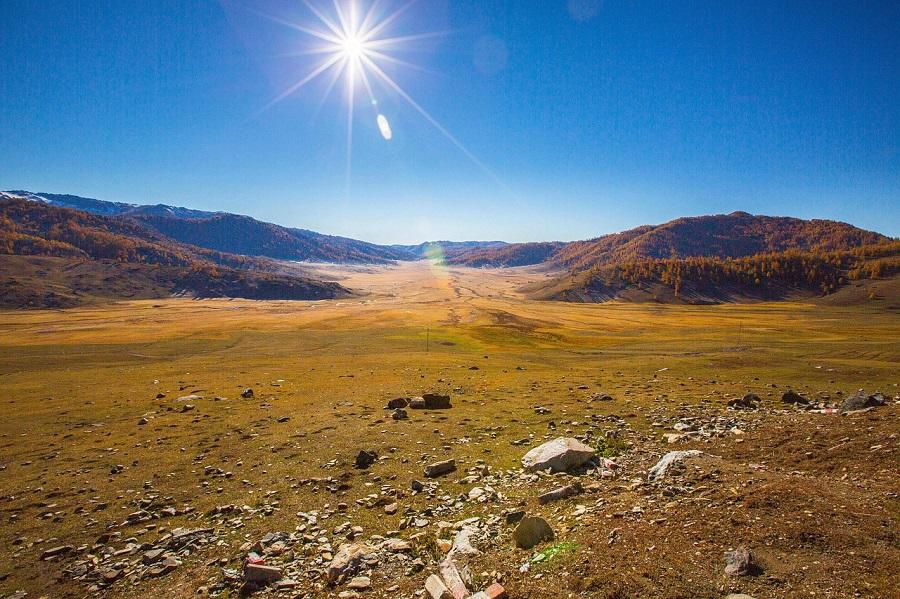 De ce cautam atat de mult mereu caldura razelor soarelui